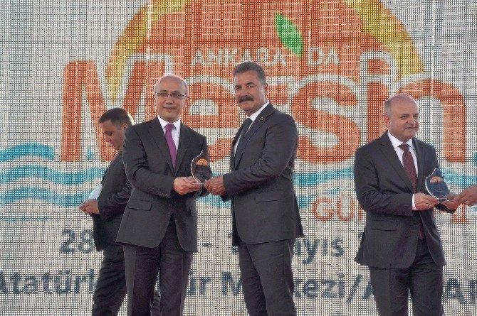 Toroslar Belediyesi'nin Ankara'daki Standına Yoğun İlgi