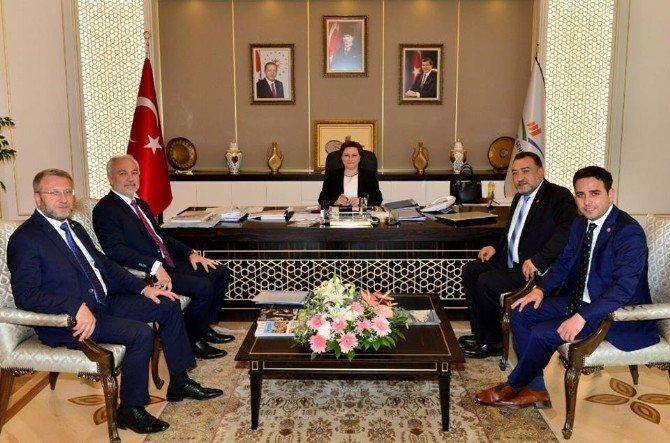 Başkan Ve Milletvekilleri Çevre Ve Şehircilik Bakanı Fatma Güldemet Sarı'yı Ziyaret Etti