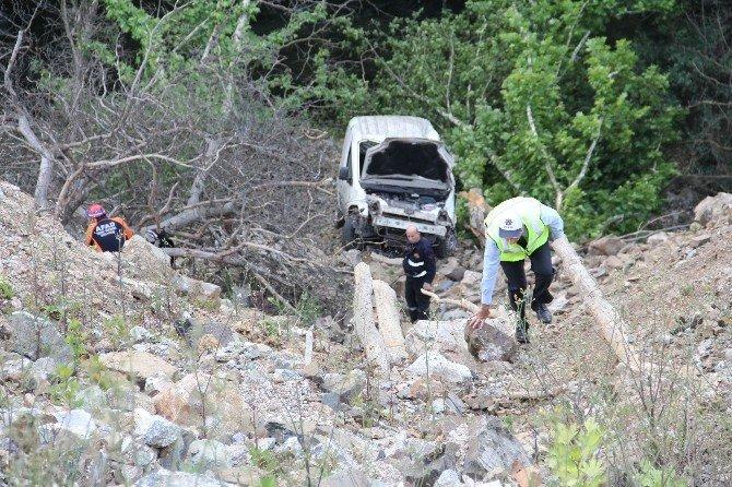 Otomobil 50 Metrelik Uçurumdan Uçtu: 1 Ölü