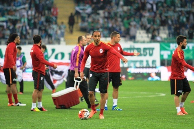 Bursaspor Taraftarları Umut Bulut'un Acısını Paylaştı