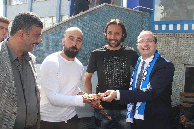 Büyükşehir Belediye Erzurumspor'a Cağ Kebabı Ziyafeti...