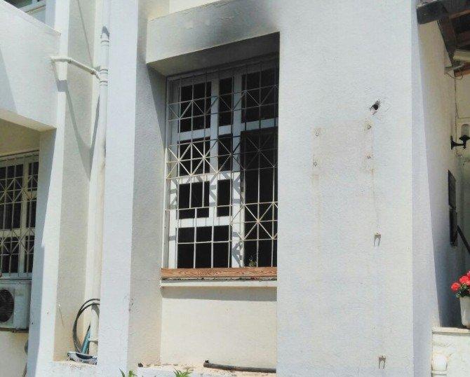 ÇÜ'de Dekanlık Binasında Yangın