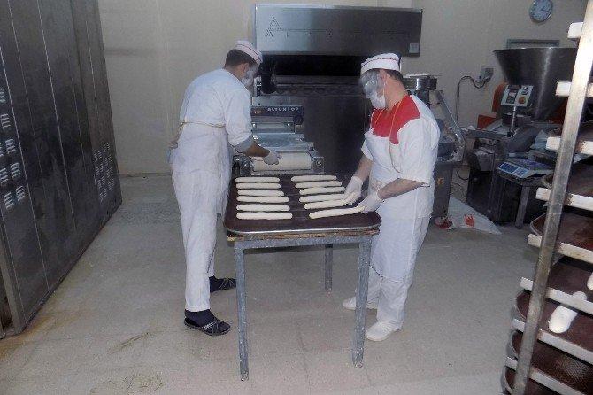 Denizli'de Mahkumlar Ekmek Üretiyor