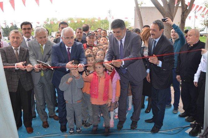 Kitap Fuarının Açılışını Protokol Üyeleri İle Çocuklar Yaptı