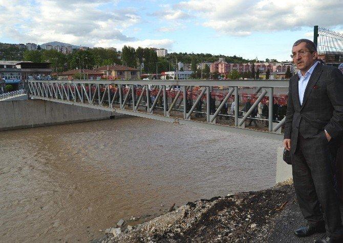 İki Mahalle Köprüyle Birleşti