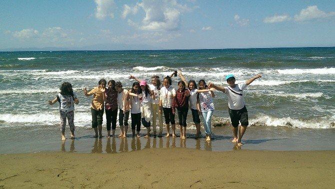 Siirtli Çocukların Deniz Mutluluğu