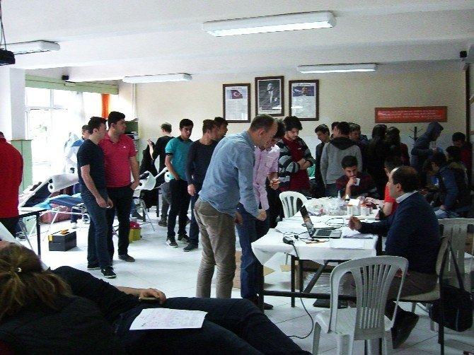 Yunus Emre Mesleki Ve Teknik Anadolu Lisesi Öğrencilerinden Kan Bağışı
