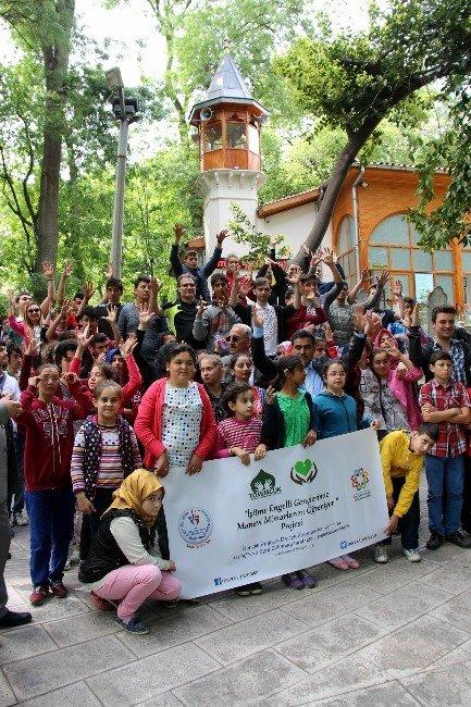 İşitme Engelli Öğrencilerden Türbe Ziyareti