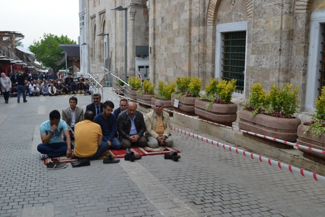Bursalılar, Ulucami'de teröre karşı tek yumruk oldu