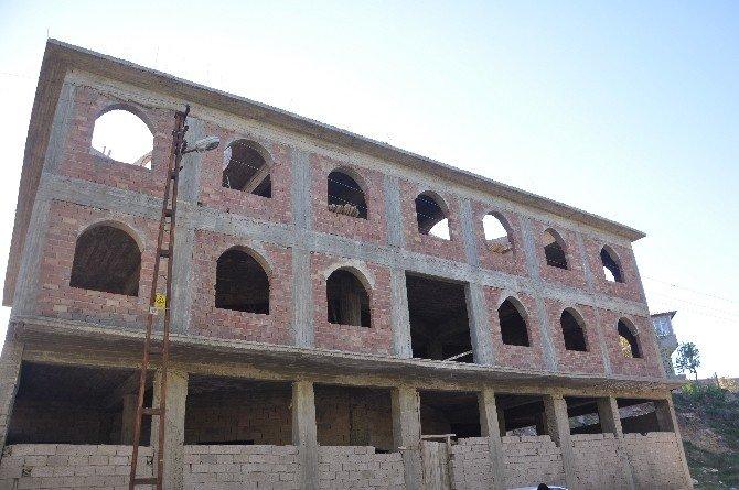 Varını Yoğunu Harcadı, Cami İnşaatından Vazgeçmedi