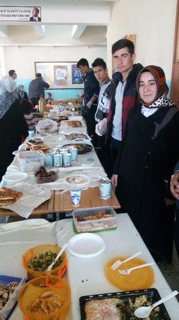 Pınarbaşı'nda Yetimler İçin Kermes Düzenlendi