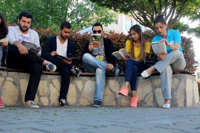Gençlik Okuyor