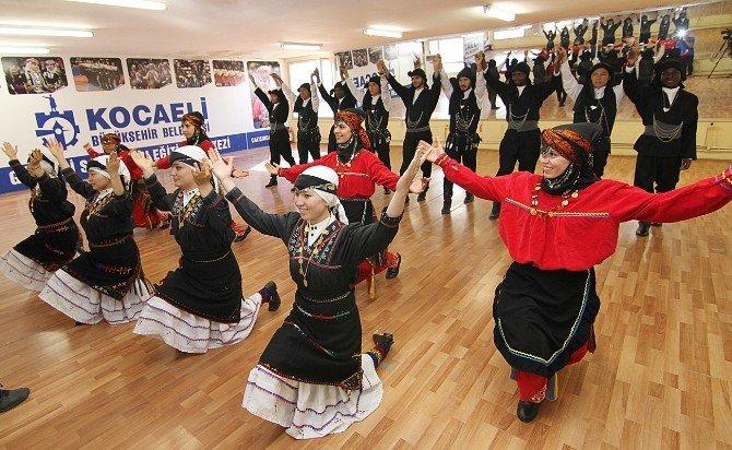 Yabancı Öğrenciler İçin Halk Oyunları Kursu Açıldı