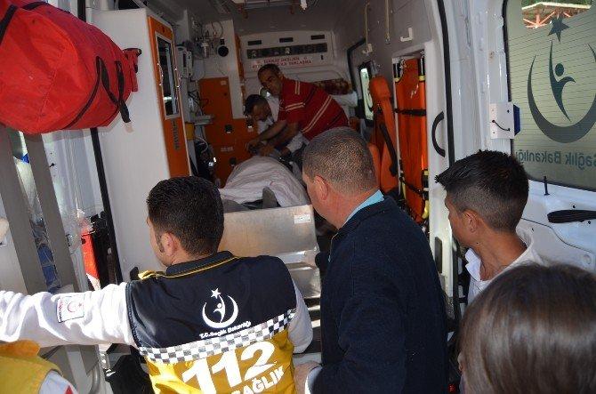 Kula'da Motosikletler Çarpıştı: 2 Yaralı