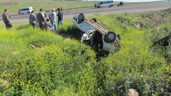 Öğrencilerin Bulunduğu Araca Çarpan Otomobil Takla Attı