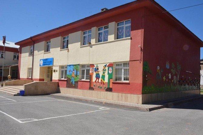 Geri Dönüşümle Okulu Renklendirdiler