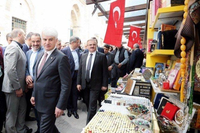 Bursalılar Cuma Namazında Ulucami'ye Akın Etti