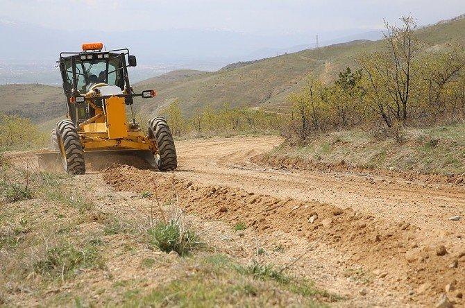 Arazi Yollarında Düzleme Çalışmaları Başladı