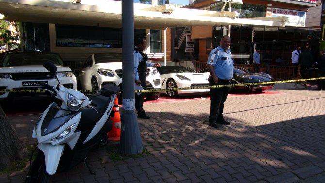 Oto galeriye el bombalı saldırı: 1 ölü