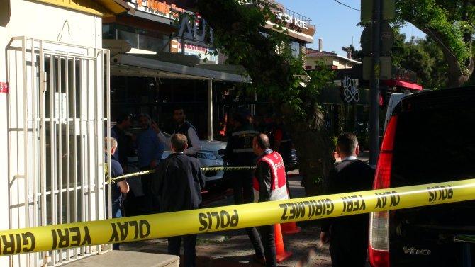Oto galeride silahlı çatışma: 1 ölü, 3 yaralı