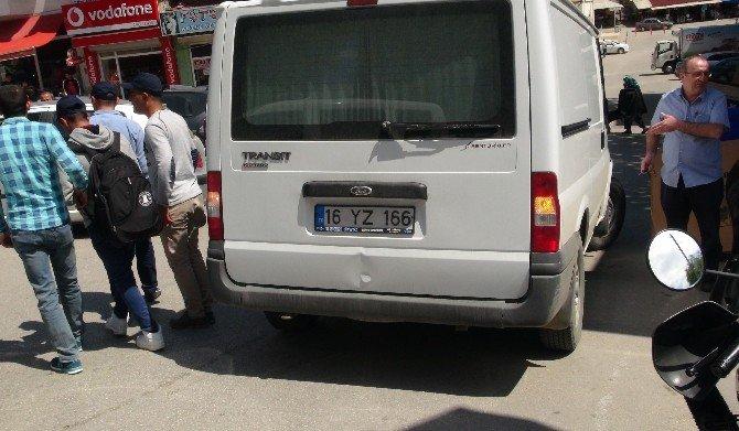 Geri Geri Giden Minibüs Yayaya Çarptı