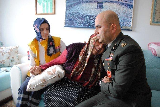 Şehit Yüzbaşının Anne-babasının Gözyaşlarını Binbaşı Sildi