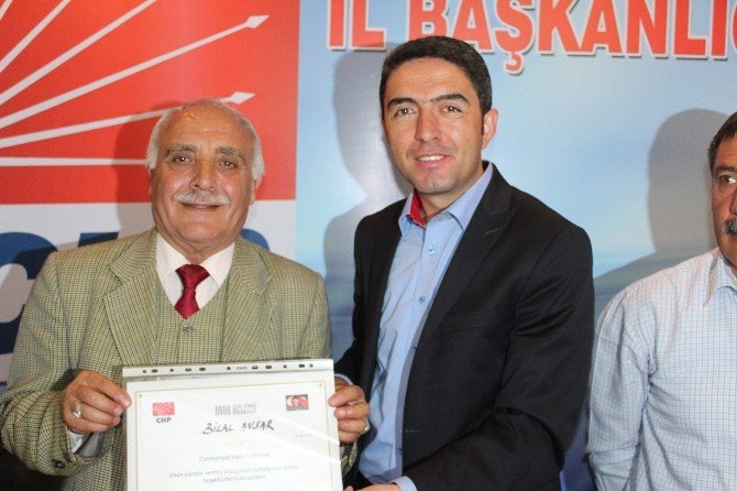 CHP İl Başkan Enver Kiraz Emektarlara Onur Belgesi Verdi