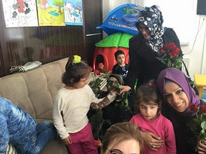 Doğu Batı Hep Birlikte El Ele 'Bedenimiz Türkiye' Sloganıyla AK Kadınlar Bitlis'te Ağaç Dikti