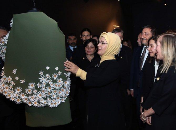 Emine Erdoğan, 'İzler Sergisi'nin açılışına katıldı