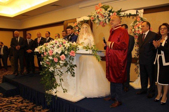 Arınç Memleketi Manisa'da Nikah Şahitliği Yaptı