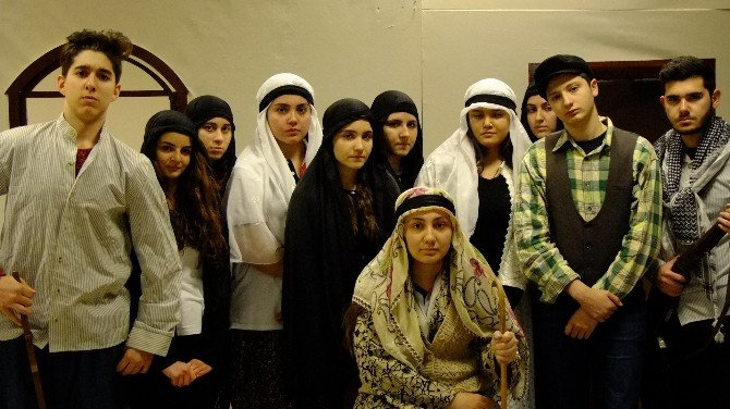 Gaziantep Kolej Vakfı Töre Adlı Oyunu İle Sahnede