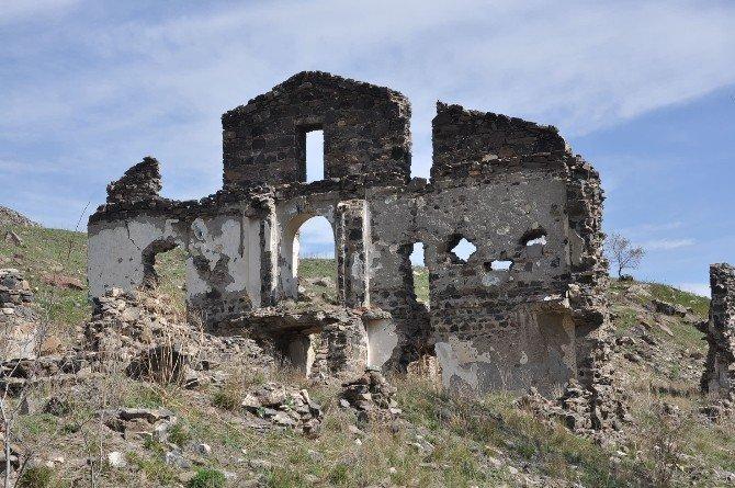 Kars'ta Tarih Yok Oluyor