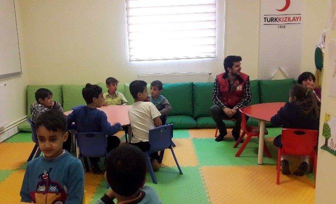 Suriyeli Çocuklar Kızılay Toplum Merkezinde Sosyalleşiyor