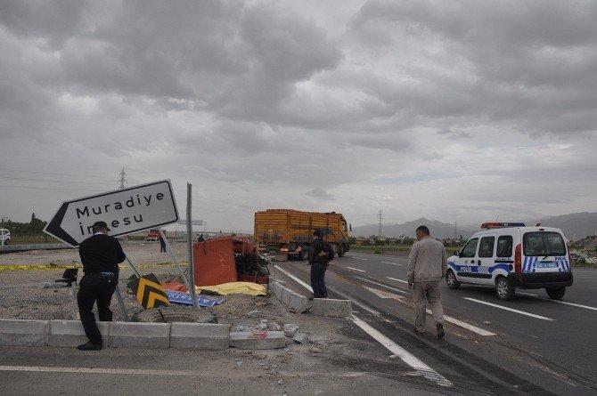 Kamyon Traktöre Çarptı: 1 Ölü