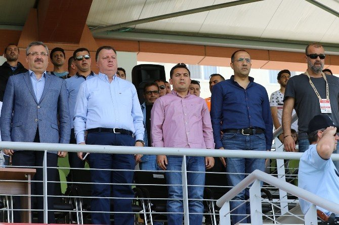 Büyükşehir Belediyespor Ligte Kaldı