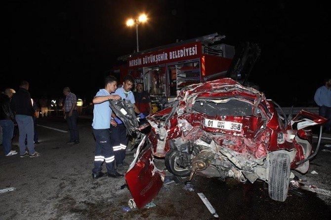 Tır'ın Çektiği Otomobile Başka Tır Çarptı: 1 Ölü, 3 Yaralı