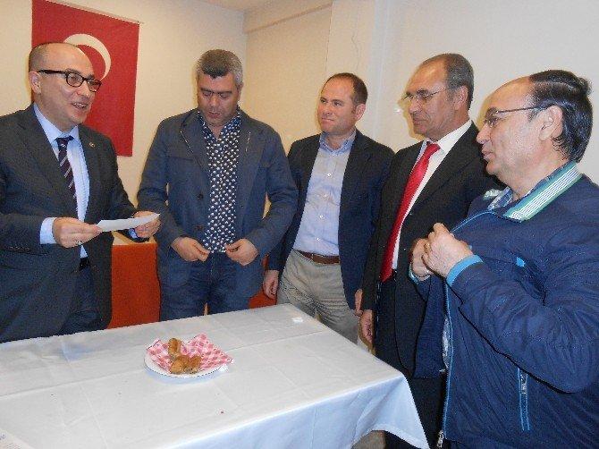 MHP'li Yönter, Eskişehir'deki Emirdağlılar Vakfına Onursal Üye Oldu