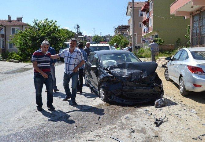 Yola Parkeden Araçlar Kazaya Neden Oldu: 1 Yaralı
