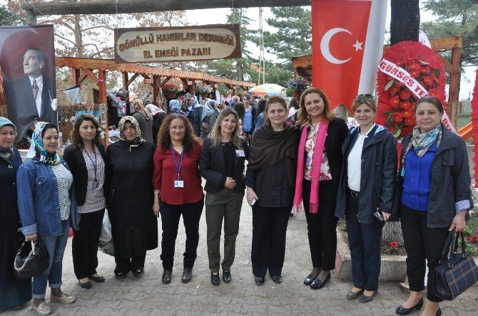 Sandıklı'da El Emeği Pazarı Açıldı
