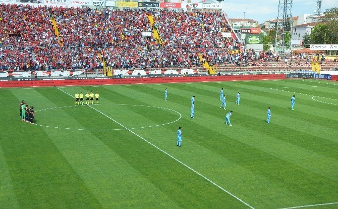 Trabzonsporlu Futbolculardan İlginç Protesto