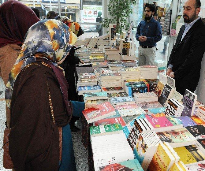 Trabzon'daki Kitap Fuarına Yoğun İlgi
