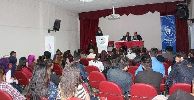 Van'da 'Katılımcı Ve Çoğulcu Yeni Anayasa Üzerine Genç Fikirler' Konferansı
