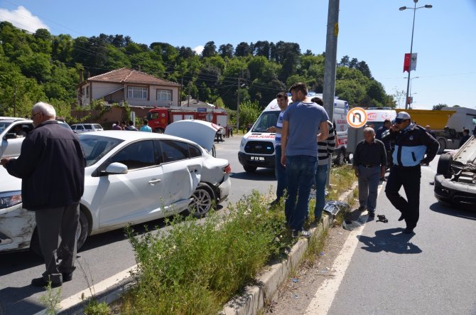 Şerit değiştirirken kaza yaptı: 3 yaralı
