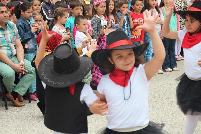 İlkokul Öğrencilerinden 23 Nisan Etkinliği
