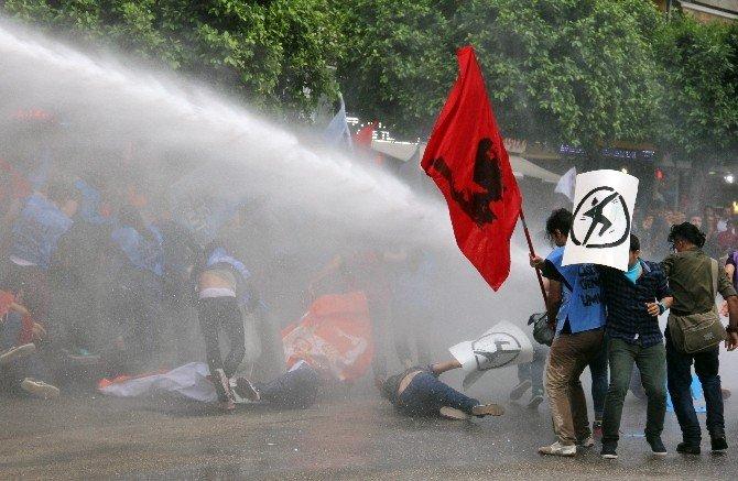 İzinsiz Yürüyüşe Polis Müdahalesi