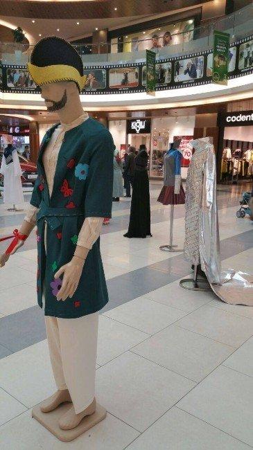 AVM'de Masal Kostümleri Sergisi