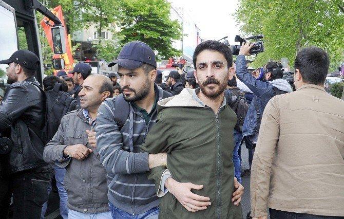 Beşiktaş'tan Taksim'e Çıkmak İsteyen Gruba Gözaltı