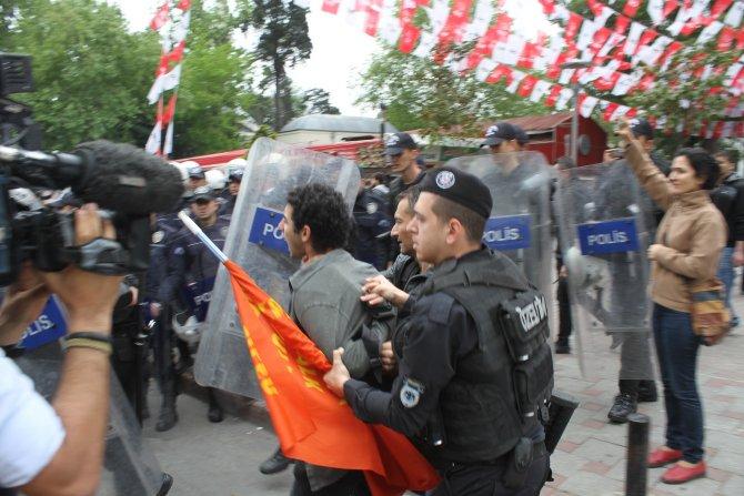Taksim'e çıkmak isteyen gruba müdahale