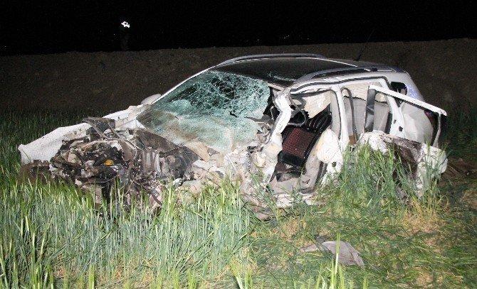 Otomobil İle Cip Çarpıştı: 2 Ölü, 1 Yaralı