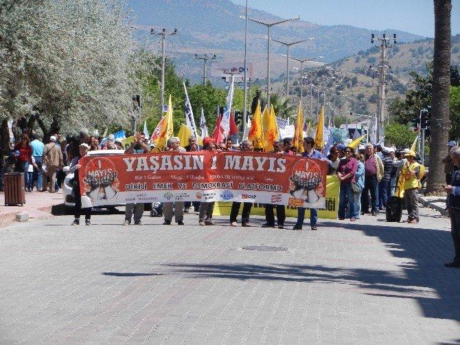 1 Mayıs Dikili Ve Çeşme'de De Halaylarla Kutlandı